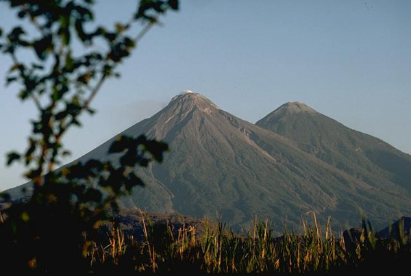 http://www.geographic.org/photos/volcanoes/fuego_volcano_guatemala_photo_lee_siebert_1988_smithsonian_institution.jpg