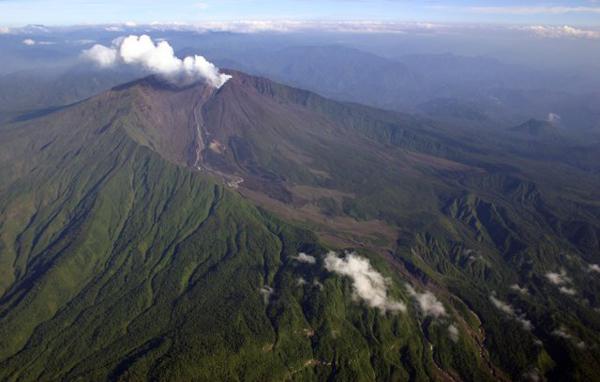 http://www.geographic.org/photos/volcanoes/reventador_volcano_ecuador.jpg